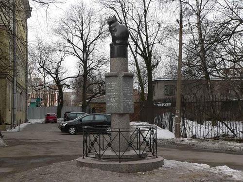 памятник кошке в Институте экспериментальной медицины