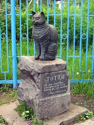 Памятник коту Тотти