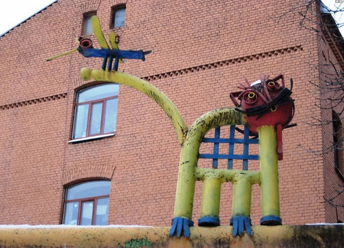 Скульптура кота из труб