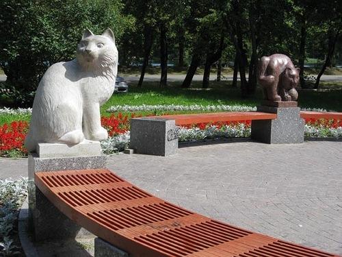 Скульптуры кошкам Петергоф