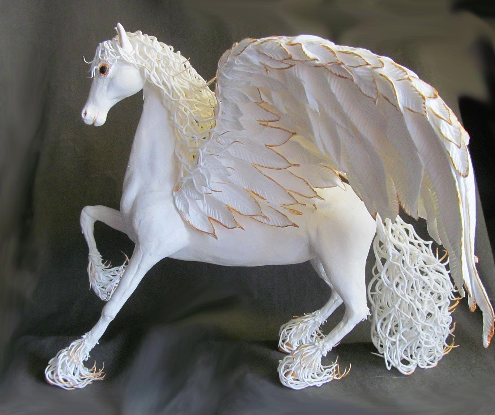 сувенир конь пегас из бархатного пластика